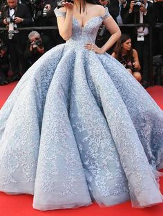 18 Excruciatingly Gorgeous Photos Of Aishwarya Rai Bachchan At 2017 Cannes Film FestivalCannes Film Fest Aishwarya Rai Bachchan Stun On Red Carpet In A Cinderella Inspired Blue Gown!Marie Claire: Aishwarya Rai Bachchan just stepped onto the red carpe Wedding Dresses Plus Size, Wedding Gowns, Bridal Gowns, Wedding Ceremony, Quinceanera Dresses, Prom Dresses, Cotillion Dresses, Flapper Dresses, Dress Prom