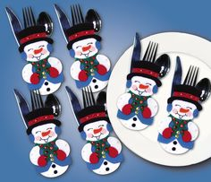 Like any other Christmas treat or decoration, the holiday-colored Tobin Design Works Silverware Pockets Felt Applique Kit is sure to bring a smile to your face. Surprise your guests at the dinner tabl