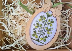 Rustic oval decor with hand embroidered green floral primitive ornament in wooden frame for home decoration in country style Rustic Style, Country Style, Primitive Ornaments, Easter Tree Decorations, Tiny Cross Stitch, Black And White Pillows, Easter Gift, Rustic Christmas, Little Gifts