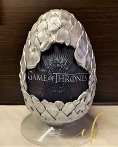 A Decorated Chocolate Easter egg for a Game of Thrones lover! Cookie Jars, Easter Eggs, Sweets, Chocolate, Photo And Video, Game, Instagram, Gummi Candy, Candy