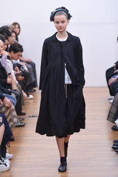 Comme des Garçons Comme des Garçons Spring 2016 Ready-to-Wear Collection Photos - Vogue http://www.vogue.com/fashion-shows/spring-2016-ready-to-wear/comme-des-garcons-comme-des-garcons/slideshow/collection#7