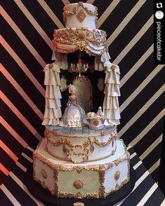 """""""#Repost @pieceofcakebr with @repostapp. ・・・ Nosso bolo para o #encontrodosloucosporfestas2016 @loucaporfestas  Tema: arte nas cores dourado, preto e…"""""""
