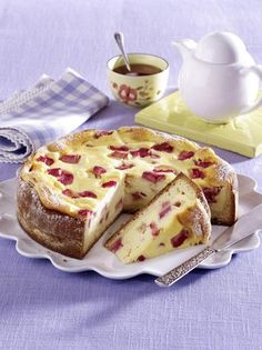 Unser beliebtes Rezept für Rhabarber-Käsekuchen und mehr als 55.000 weitere kostenlose Rezepte auf LECKER.de.