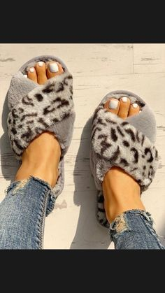 Fluffy Leopard Crisscross Peep Toe Slippers Shop- Women's Best Online Shopping - Offering Huge Discounts on Dresses, Lingerie , Jumpsuits , Swimwear, Tops and More. Trend Fashion, Fashion Flats, Women's Fashion, Latest Fashion, Fashion Online, Peep Toe, Open Toe Flat Shoes, Flat Sandals, Gladiator Sandals