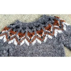 This lovely Fox sweater is made from Létt lopi, Icelandic wool. Free Baby Sweater Knitting Patterns, Fair Isle Knitting Patterns, Knitting For Kids, Knit Patterns, Knitting Projects, Baby Knitting, Fox Sweater, Nordic Sweater, Handgestrickte Pullover