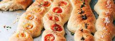 Szybka ciabatta - z pomidorkami, masłem czosnkowym, solą morską | Blog | Kwestia Smaku