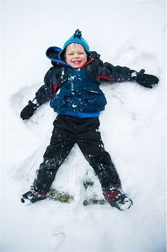 parentparrazi tips: how to take pictures of kids in the snow - - This article originally appeared in March But since we're having a 'major snow event,' we thought we'd re-share Kory's advice on how to take . Snow Photography, Sibling Photography, Lifestyle Photography, Photography Ideas, Winter Pictures, Christmas Pictures, Winter Family Photos, Family Pictures, Baby Pictures