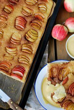 Pellillinen vegaanista omenapiirakkaa Korn, Apple Pie, Desserts, Deserts, Apple Pies, Dessert, Postres, Apple Cakes, Food Deserts