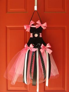 black and pink bow holder