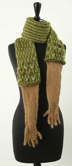 truebluemeandyou:  DIY Inspiration: The Hugging Scarf by Chris Motley.Put your own spin on this and use long gloves, regular knit gloves, e...
