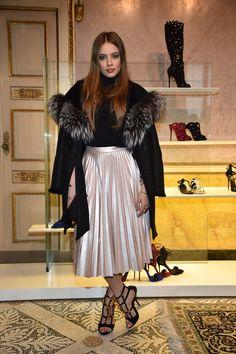 Xenia Tchoumitcheva - metallic skirt Denim Fashion, Girl Fashion, Womens Fashion, Metallic Skirt, Sequin Skirt, Elite Model, Xenia Tchoumitcheva, Classy Women, Classy Lady