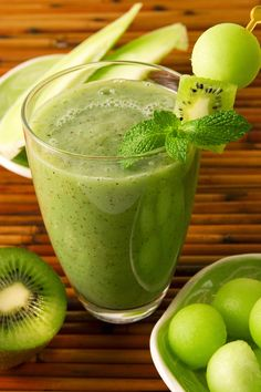 HONEYDEW KIWIFRUIT SMOOTHIE Health benefits: Protects your heart, strengthens teeth, strengthens bones Ingredients: 2 