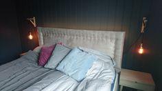 Sengegavl diy Jysk nattbord Ikea lysknagger Homemade Headboards, Diy Headboards, Deco Blue, How To Make Homemade, Bed, Furniture, Home Decor, Decoration Home, Stream Bed
