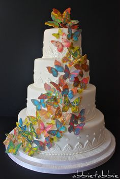 butterfly wedding cake - who cares if i'm already married? we can have a decadent anniversary cake too! Gorgeous Cakes, Pretty Cakes, Cute Cakes, Amazing Cakes, Butterfly Wedding Cake, Butterfly Cakes, Paper Butterflies, Beautiful Butterflies, Rainbow Butterfly