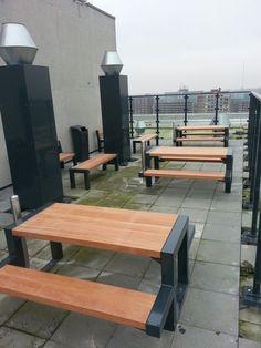Camelot Real Estate heeft een grauw kantoor aan de Rijswijkstraat  in Amsterdam getransformeerd naar 232 zelfstandige wooneenheden voor jongeren en studenten. Op de 12e verdieping is een algemene ontmoetingsruimte en een dakterras gerealiseerd. Welded Furniture, Diy Home Crafts, Wood Work, Picnic Table, Metal Working, Projects To Try, Woodworking, Outdoors, Gardening