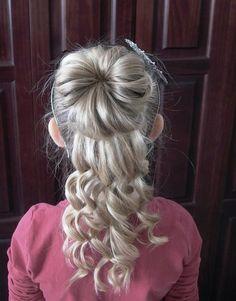 Детская прическа на выпускной с пучком и крупными локонами ::: onelady.ru ::: #hair #hairs #hairstyle #hairstyles