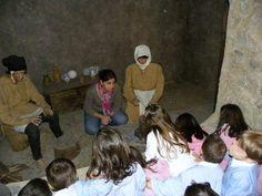 Gianuario ci fa conoscere il suo babbo e la sua mamma, ci fa scoprire il suo villaggio e racconta storie che nessuno racconta più.
