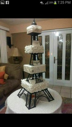 This Eiffel tower cake would be great for Letys quinceanera! Bolo Paris, Cake Paris, Pretty Cakes, Beautiful Cakes, Cupcakes, Cupcake Cakes, Cupcake Ideas, Bolo Fack, Eiffel Tower Cake