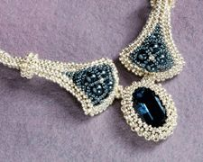 How to Use Herringbone Stitch to Make a Bezel