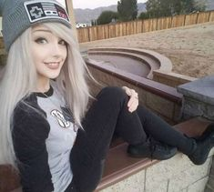 I took a lot of pictures in one day, sorry they're all pretty similar I swear I change my clothes sometimes lol Emo Scene Hair, Emo Hair, Cute Scene Hair, Scene Girl Hair, Silver Hair Tumblr, Silver Hair Girl, Mode Emo, Cute Emo Girls, Cute Scene Girls