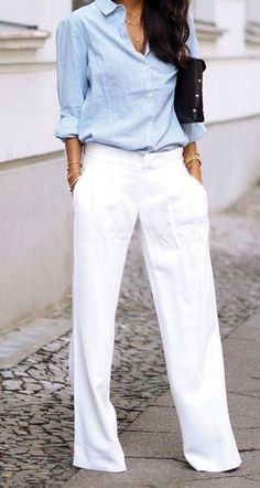 30 Graceful Office Outfits To Wear This Spring simple office outfit for spring: blue shirt and white Moda Casual, Casual Chic, Classy Chic, Casual Party, Smart Casual, Simple Office Outfit, Office Chic, Casual Office, Business Casual