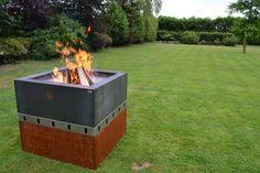 De Zeno Fuoco Buca is een vuurschaal gemaakt uit 3mm Corten-A staal. De perfecte beluchting vanaf de onderzijde zorgt voor een hele avond genieten van prachtig vuur. Met diverse accessoires kunt u ook aan koken in de buitenlucht een nieuwe impuls geven.