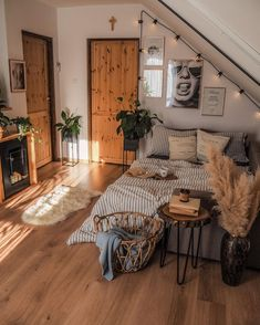 Room Ideas Bedroom, Bedroom Decor, Bedroom Inspo, Bedroom Table, Kids Bedroom, Master Bedroom, Dream Rooms, Dream Bedroom, Cute Room Decor