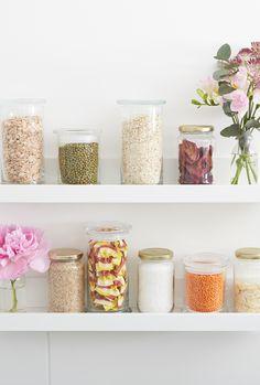 Die leeren JuwelKerzen-Gläser könnt Ihr super wiederverwenden: Einfach Label entfernen, abwaschen und mit Nachrungsmiteln füllen. Sieht auch wunderschön aus!  #juwelkerze #diy #upcycling Jewel Candle, Diy Upcycling, Diy Crafts, Candles, Home Decor, Display Cases, Homemade Scented Candles, Special Gifts, Beauty Tricks