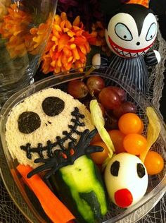 EEEEeeEEeE!!!!!!!! How CUTE!!!! I think I will be making The Nightmare Before Christmas lunch often :)Creative lunch ideas make food fun for kids - Back to School - TODAY.com