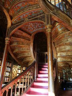 世界で最も美しい本屋「Livraria Lello」はSFファンタジーのような異世界が広がっていました - GIGAZINE