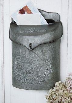 All Chic Briefkasten aus Eisen handgefertigt mit blauem Antik-Metall-Finish und Blumenmuster