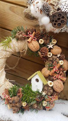 Sara Creations  Christmas wreath  Coronite Craciun Christmas Wreaths, Christmas Crafts, Merry Christmas, Christmas Decorations, Xmas, Holiday Decor, Fairy Houses, Quilling, Flower Arrangements