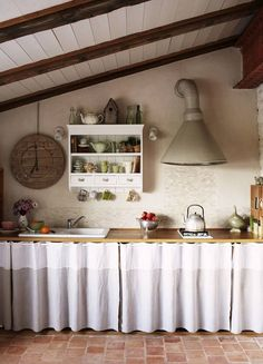 - charming kitchen with curtain covered cupboards Quirky Home Decor, Home Decor Kitchen, Rustic Kitchen, Country Kitchen, Cheap Home Decor, Home Kitchens, Farmhouse Kitchen Curtains, Kitchen Worktop, Küchen Design
