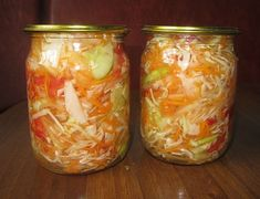 Top 3 rețete delicioase de salate pentru iarnă. Încearcă-le și tu vara aceasta! - Bucatarul Fresh Rolls, Celery, Cabbage, Mason Jars, Food And Drink, Tasty, Canning, Vegetables, Ethnic Recipes