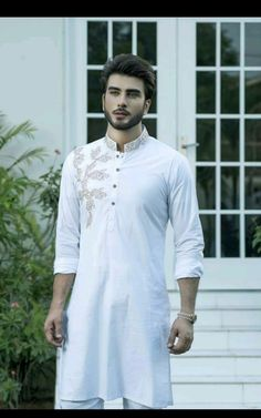 No need of any caption for u Pakistani Kurta Designs, Pakistani Models, Kurta Pajama Men, Kurta Men, Mens Shalwar Kameez, India Fashion Men, Indian Men Fashion, Men's Fashion, Fashion Trends
