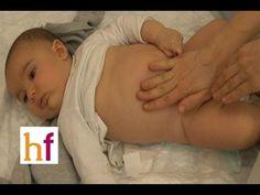 Como dar un masaje para calmar el colico del bebe