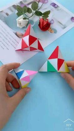 Origami Toys, Origami Gift Box, Origami Videos, Paper Crafts Origami, Origami Bookmark, Origami Paper, Diy Crafts For Girls, Diy Crafts To Do, Diy Craft Projects