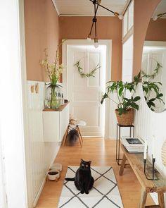 25 Best Hallway Walls Make Your Hallways Renovation - Best Home Ideas and Inspiration Hallway Decorating, Entryway Decor, Diy Bedroom Decor, Living Room Decor, Home Decor, Modern Entryway, Entryway Ideas, Bedroom Ideas, Flur Design
