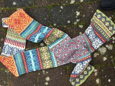 Halstørklæde strikket i Esther fra Permin. Opskrift kan findes på Familie Journal3ns hjemmeside. Socks, Fashion, Moda, Sock, Fasion, Stockings, Ankle Socks, Trendy Fashion, La Mode