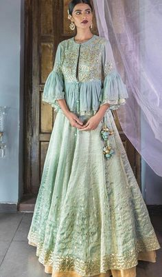 Wedding Gowns Hijab Haute Couture New Ideas Indian Gowns, Indian Attire, Pakistani Dresses, Indian Wedding Outfits, Indian Outfits, Wedding Dress, Indian Clothes, Indian Fashion, Boho Fashion