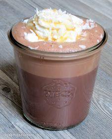 Rezepte mit Herz ♥: Heiße Schokolade mit Kokosmilch, Karamellsirup und Kokosraspeln