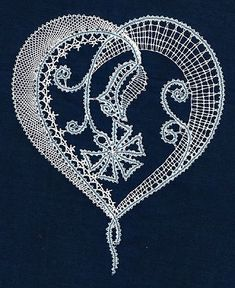 Одноклассники Lace Drawing, Bobbin Lacemaking, Types Of Lace, Lace Art, Bobbin Lace Patterns, Crochet Decoration, Victorian Lace, Lace Jewelry, Needle Lace