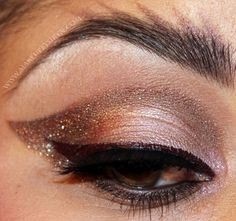 Love this metallic, gold take on winged liner! xx