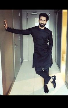 Mens Style Discover Shahid Kapoor on Padmavati: Heart and intent of the film is very good Wedding Kurta For Men Wedding Dresses Men Indian Wedding Dress Men Wedding Wear Kurta Pajama Men Kurta Men Trendy Mens Fashion Indian Men Fashion Man Dress Design Wedding Kurta For Men, Wedding Dresses Men Indian, Wedding Dress Men, Wedding Wear, Trendy Mens Fashion, Indian Men Fashion, Mens Fashion Wear, Kurta Pajama Men, Kurta Men