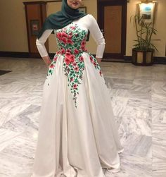 Smw Arab with flowers - Hijab+ Satin Dresses, Bridal Dresses, Gowns, Muslim Dress, Muslim Hijab, Hijab Dress Party, Modele Hijab, Homecoming Dresses Long, African Prom Dresses