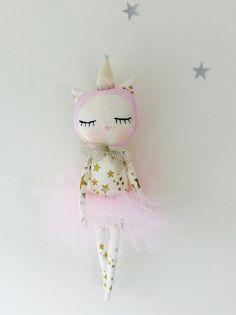Miss Kitty in rosa Tutu und eine Partei Hut Stoff Puppe  By: Nacotopocoto #baby #toy #gift #geschenk #kids #stofftier #doll #puppe #etsy