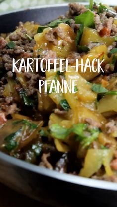 Potato Hack pan-Kartoffel-Hack-Pfanne This potato mince pan is a perfect lunch dish that tastes good and satisfies everyone. Tip: You save time with pre-cooked potatoes. Whole30 Recipes Lunch, Vegetarian Crockpot Recipes, Vegetarian Breakfast Recipes, Vegetarian Recipes Dinner, Easy Healthy Recipes, Easy Dinner Recipes, Meat Recipes, Shredded Chicken Recipes, Ground Beef Recipes Easy