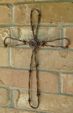 Hand Crafted Barbed Wire Wall Cross w/copper color Barb Wire Crafts, Copper Wire Crafts, Metal Crafts, Welding Crafts, Chicken Wire Art, Chicken Wire Crafts, Wire Crosses, Crosses Decor, Barbed Wire Art