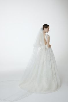 Style GEORGIA: Ball gown in guipure lace with a deep v neckline