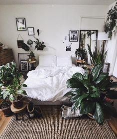 rustic bohemian bedroom decor lots of houseplants Decoration Inspiration, Room Inspiration, Bedroom Plants, Bedroom Decor, Bedroom Ideas, Deco Boheme Chic, Bohemian Bedrooms, Aesthetic Bedroom, Home Decor